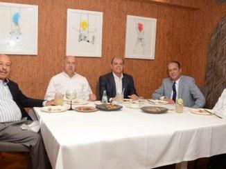 Los precandidatos Temístocles Montás, Francisco Domínguez Brito, Carlos Amarante, Rainaldo Pared y Radhamés Segura, junto a Andrés