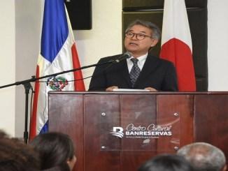 El embajador de Japón en República Dominicana, Hiroyuki Makiuchi, presenta la exposición de muñecas japonesas en el Centro Cultural Banreservas como parte de la segunda muestra cultural Japón.