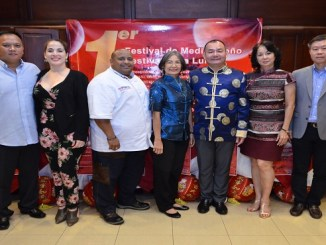 Ricardo Ng, Henya Tejada, Miguel Angele Reyes, Clara Joa, Miguel Feeng, Violeta Joa y Fai Chzung.
