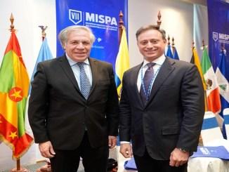 El procurador Jean Rodríguez y el secretario general de la OEA, Luis Almagro, conversan durante la VII Reunión de Ministros en Materia de Seguridad Pública de las Américas (MISPA), celebrada en la ciudad de Quito, República de Ecuador.