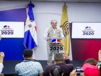 El presidente de la misión, el expresidente Chileno Eduardo Feri.