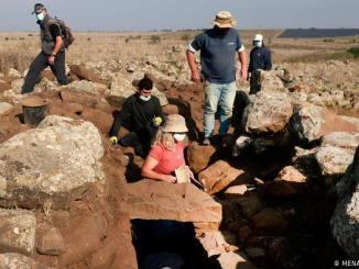 Arqueólogos durante la excavación en los Altos del Golán.