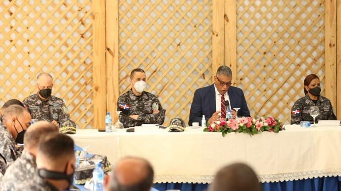 Ministro Jesús Vásquez Martínez, junto al director Policía Nacional, mayor meneral Edward Sanchez y directores regionales.
