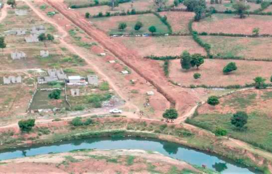 Al canal que construyen los haitianos le faltan varios metros para conectarse al Masacre.