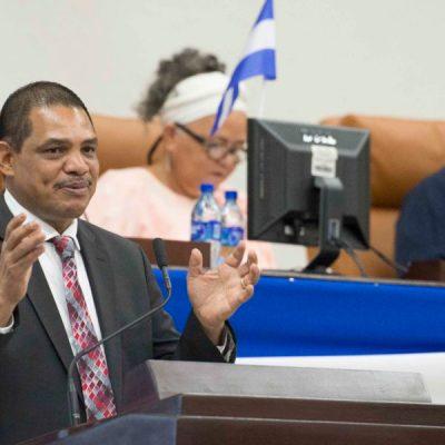 Ivan Acosta , ministro de Hacienda,Asamblea Nacional Sesiona .
