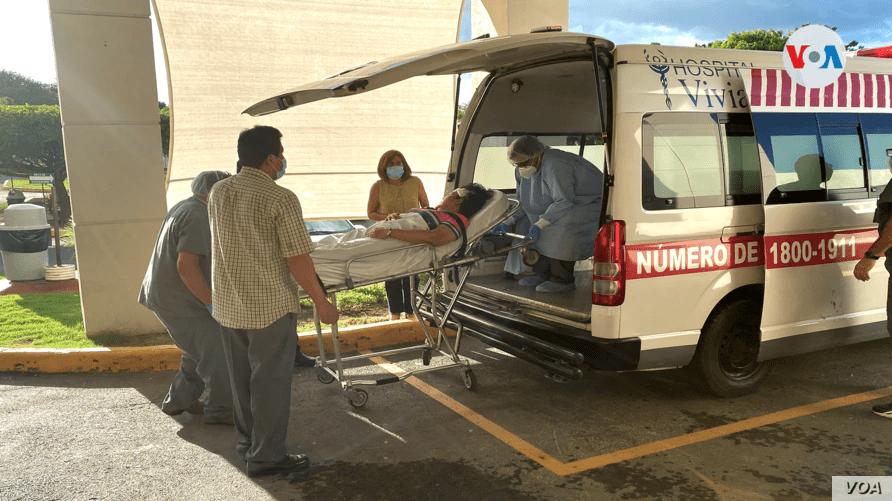 La periodista Verónica Chávez ingresada de emergencias a un hospital privado en Managua. Foto Houston Castillo, VOA