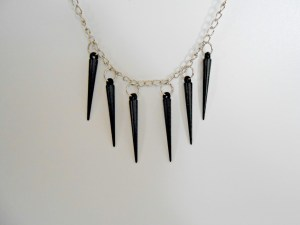 How to Make a Spiked Chain Necklace {DIY}