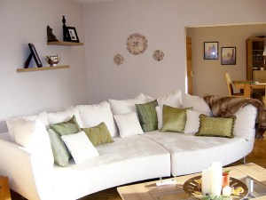 A Guide to Making Your Living Room Look More Summery