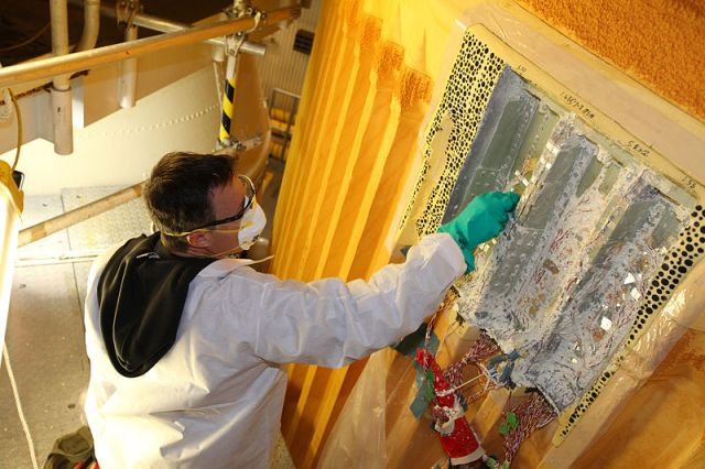 800px-STS-133_thermal_sensors_and_foam_insulation_removing