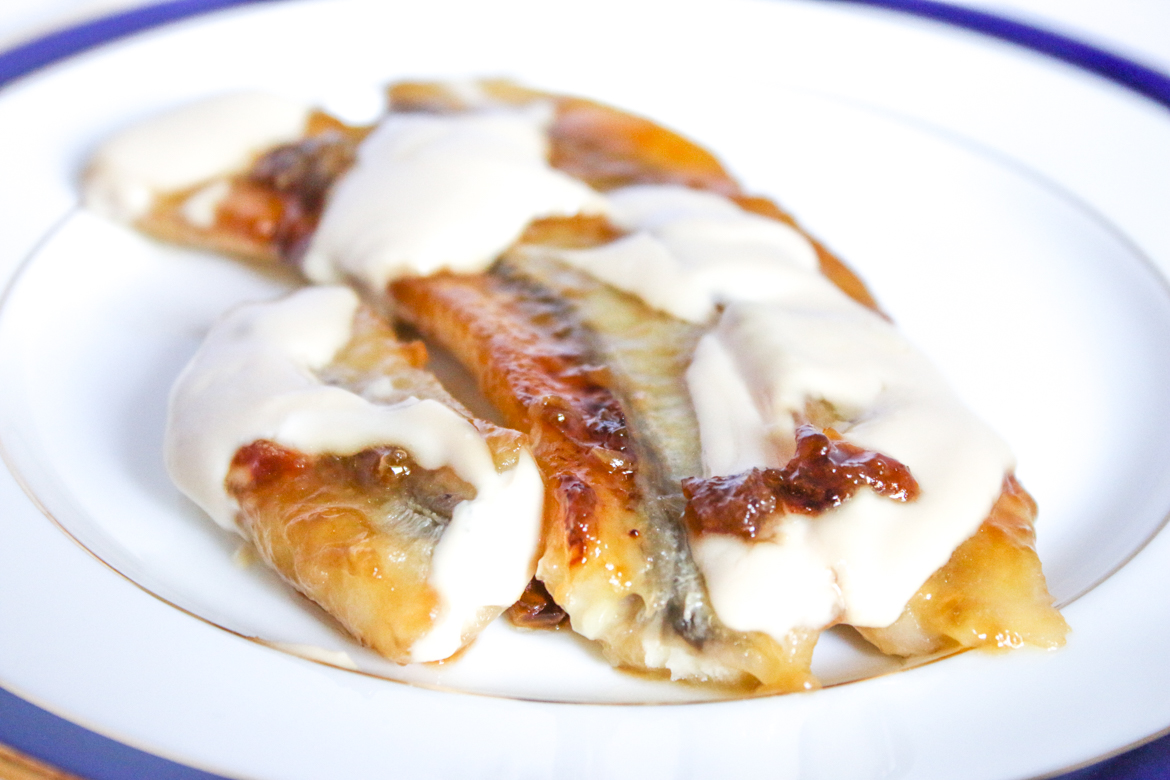 Caramelized Bananas with Sour Cream and Brown Sugar is a delicious treat for all ages. Serve this for dessert or as a snack.
