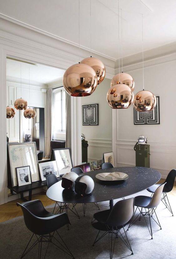salle à manger appartement parisien mélange classique et contemporain