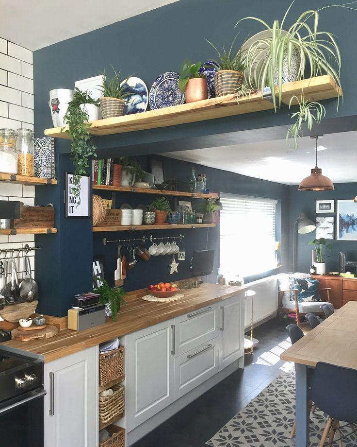 cuisine authentique avec étagères