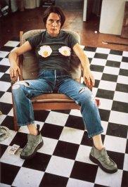 Sarah Lucas - Autoportrait avec des oeufs au plat 1996