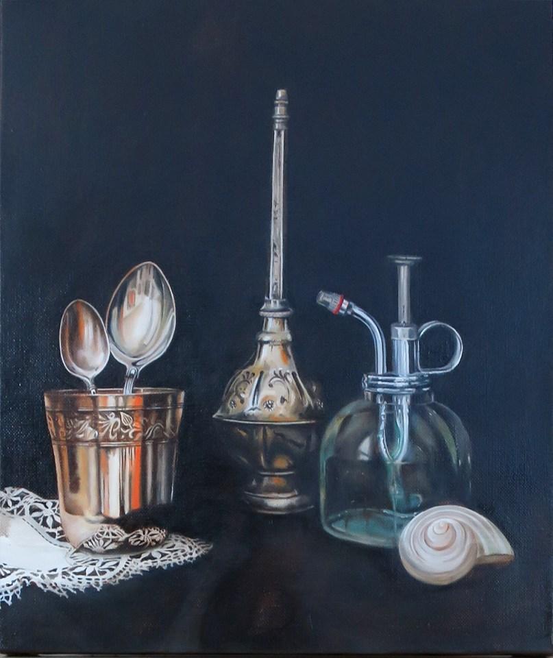 still life, argenterie, cuillères, gobelet, vaporisateur