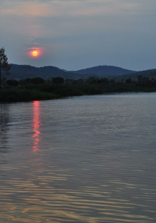 Baie de Kipili, premier rayons du soleil, la Tanzanie.