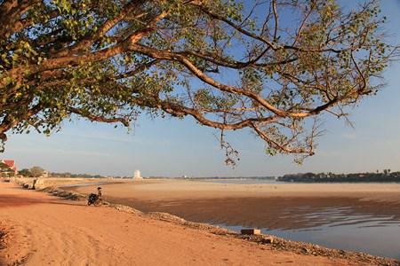 J127&128_Vientiane3