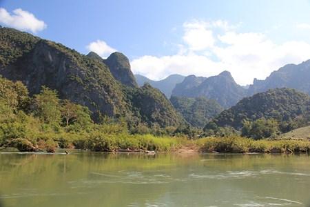 Jour 120 : Descente en slow-boat sur la Nam Ou, pour rejoindre Luang Prabang !