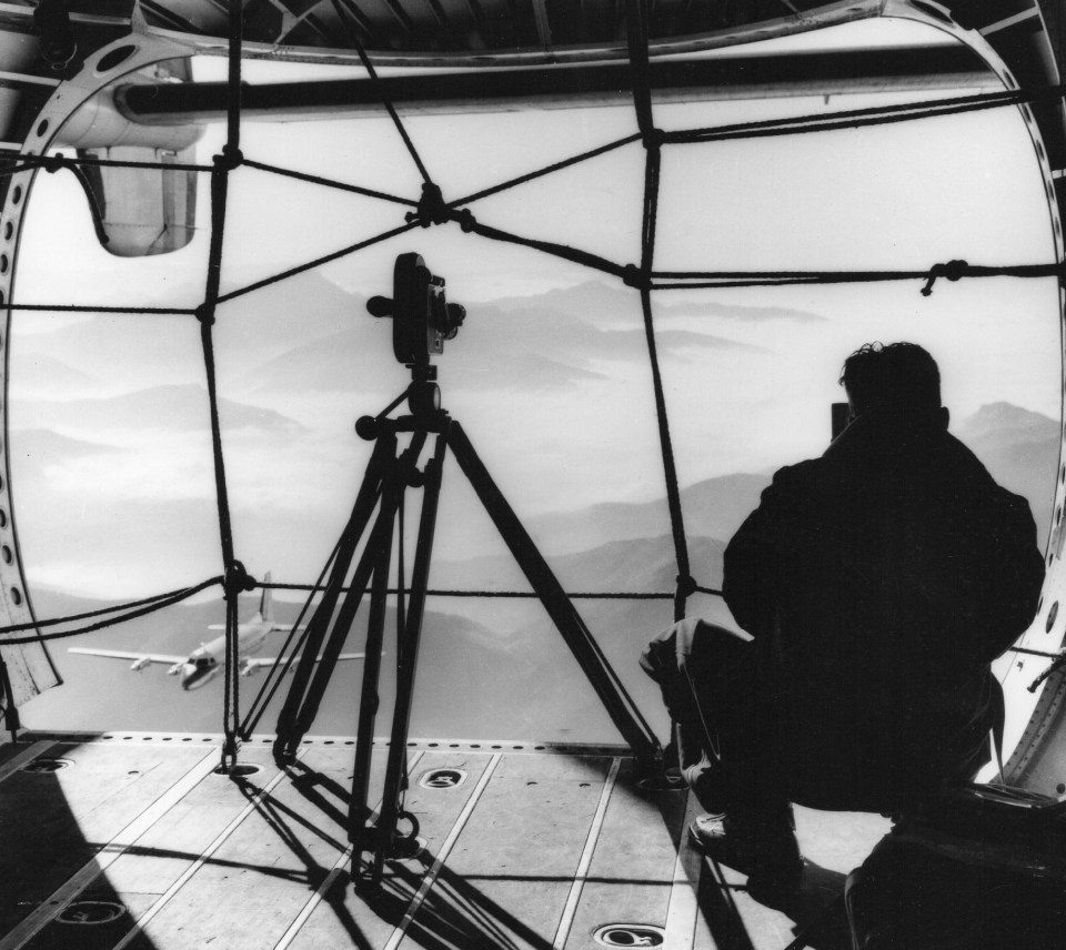 JD 378 Jean Dieuzaide photograpphie à bord d'un Nordatlas 1961