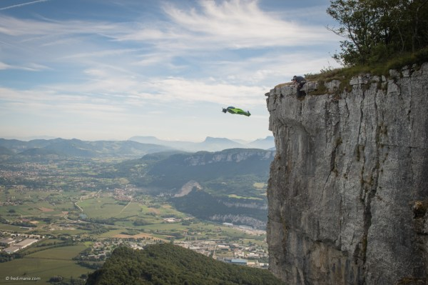 Photo Base Jump wingsuit dans le Vercors