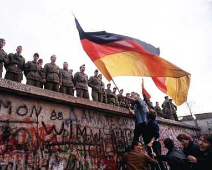 https://i2.wp.com/www.destination360.com/europe/germany/images/s/fall-of-the-berlin-wall.jpg