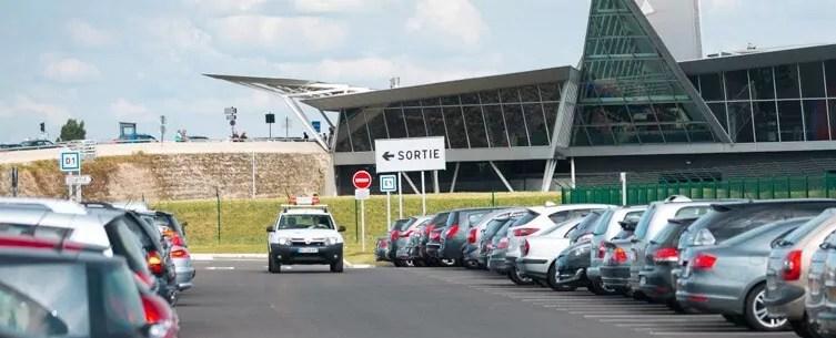 Pourquoi réserver une place au parking de l'aéroport
