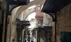 Old_Jerusalem_Via_Dolorosa_between_5th_and_6th_station