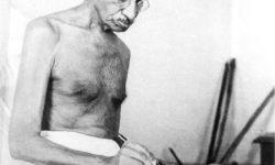 Gandhi_writing_1942