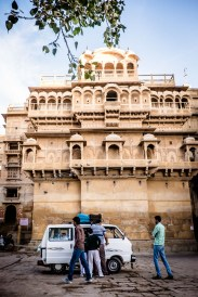 The arrival of the school bus at Jaisalmer fort