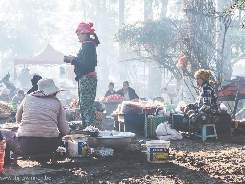 Morning market at Pyin Oo Lyin train station
