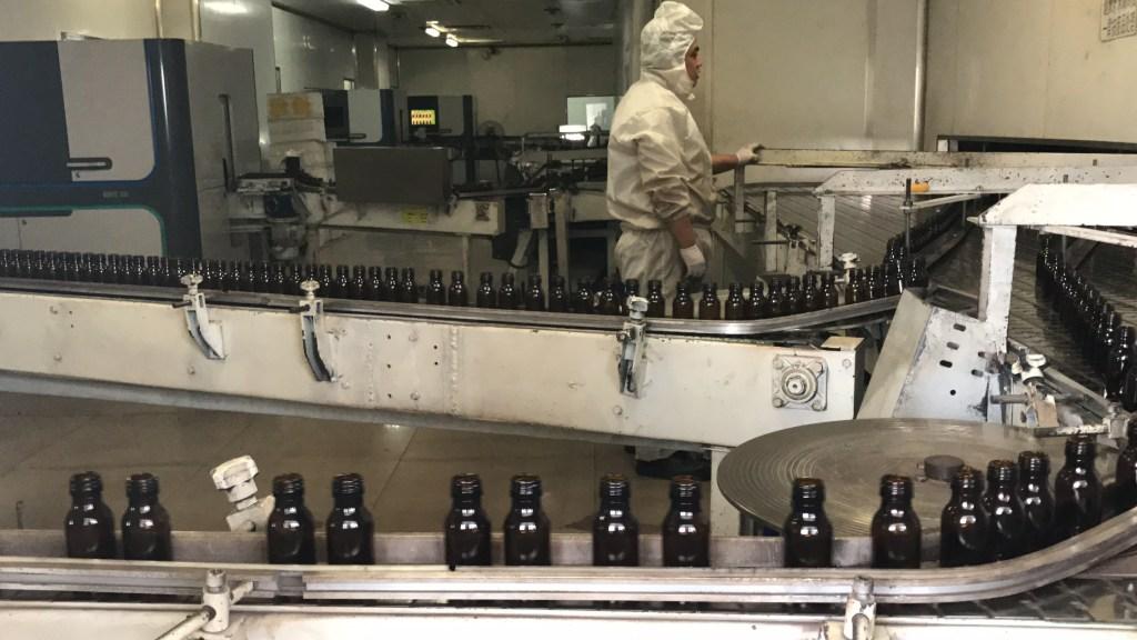 Encontramos o seu fornecedor na China Funcionário trabalhando em fábrica na China