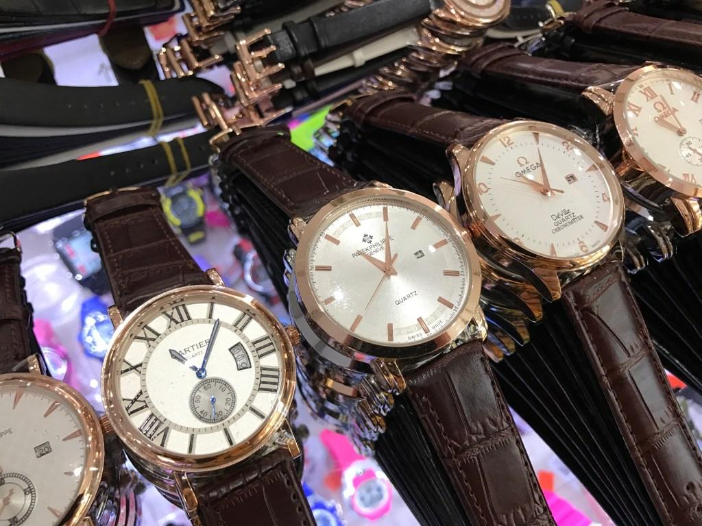 Réplicas de Relógios da China Centenas de relógios na China