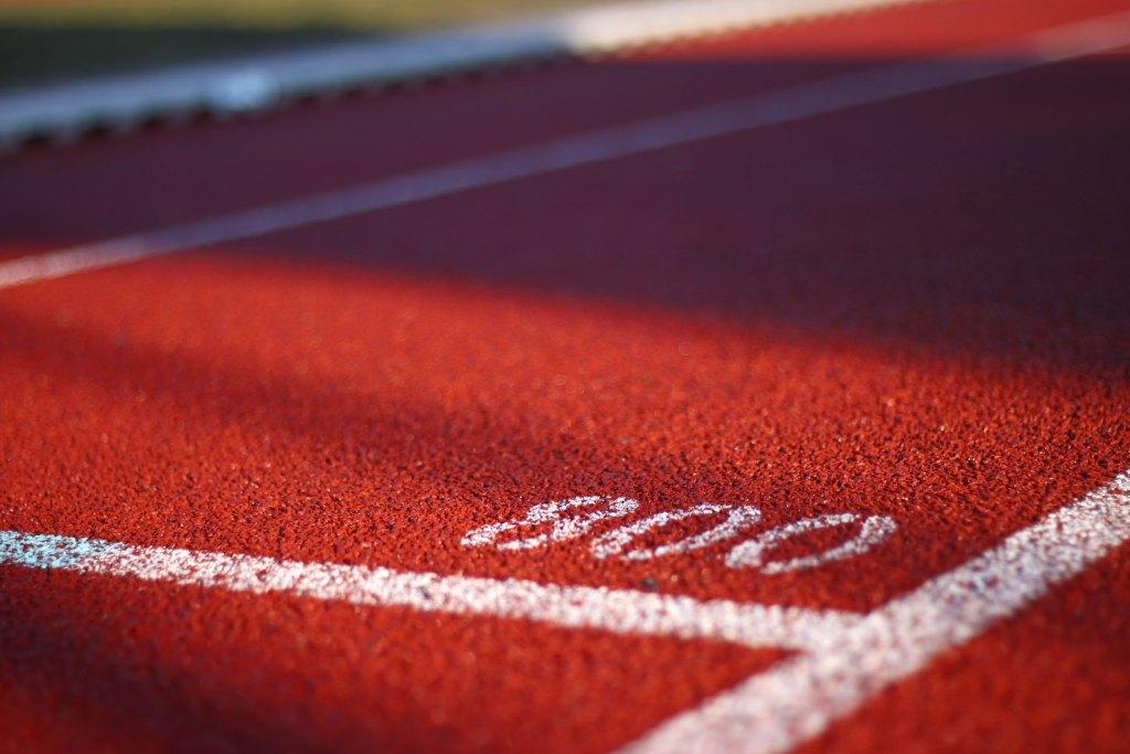 Aprenda como importar roupas esportivas Campo para corrida marco 800 metros