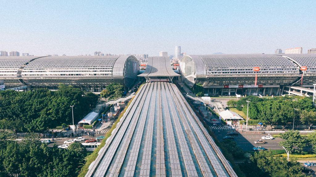 Abrir empresa em Hong Kong? Imagem de prédios onde acontecem as feiras na China