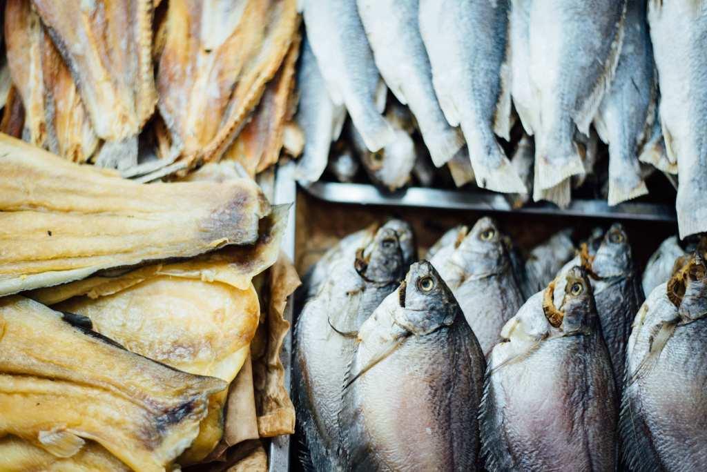 A Chilli Beans faz diferente Peixes frescos em feira
