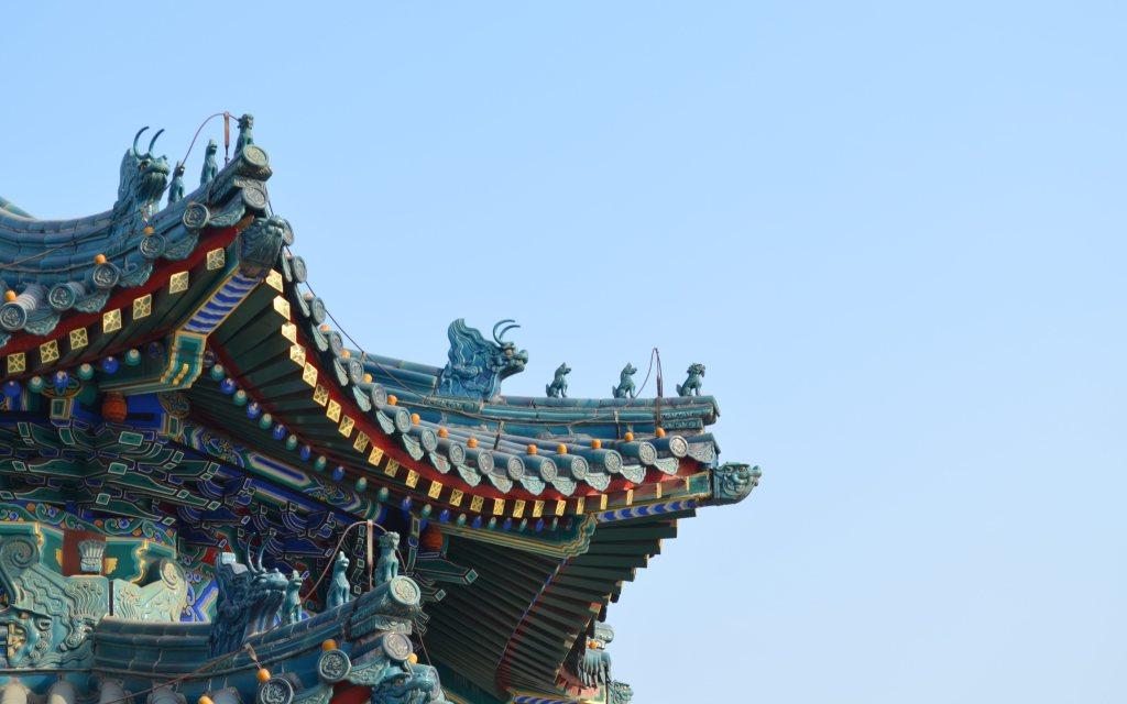Importar com a própria marca compensa? Detalhes coloridos de torre chinesa