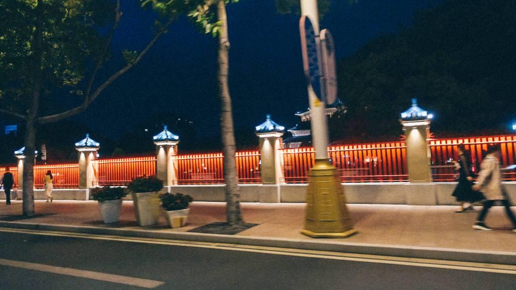 Avaria Grossa Muro vermelho em cidade da China