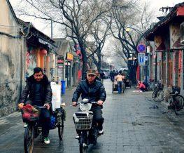 (product) City Tour Privado de 1 Dia em Pequim Homens andando de bicicleta em Cidade da China
