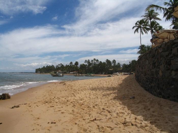 A praia e uma parte do povoado