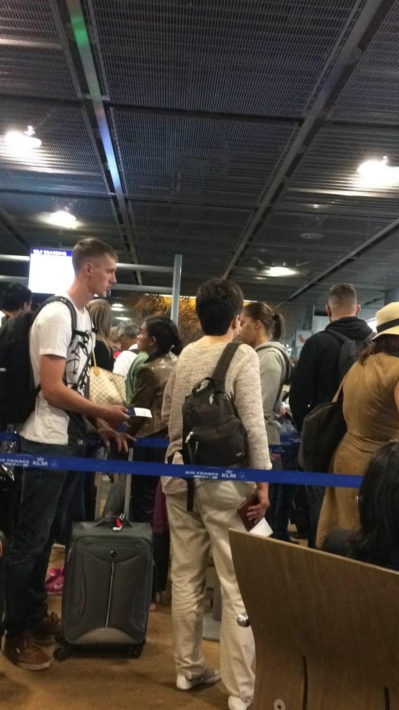 Fila para a imigração francesa. Foto: GGOP / Blog Destinos por onde andei...