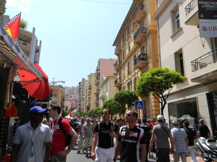 Uma multidão invadiu Mônaco