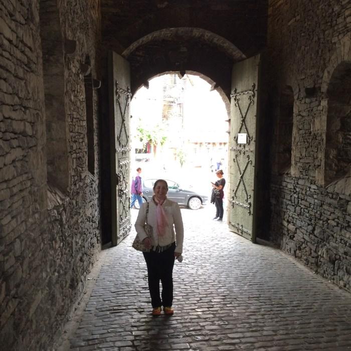 Atravessando os portões do Castelo de Gravensteen, Ghent