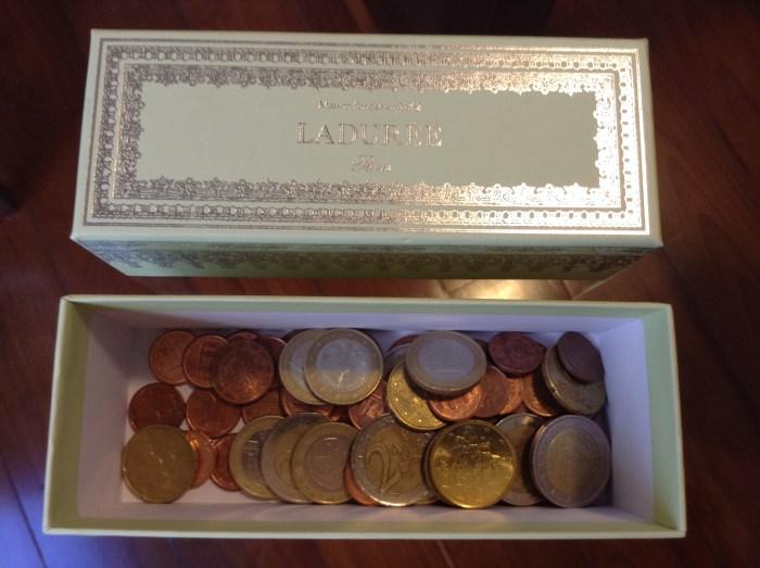 Atualmente uso para guardar pequenos objetos ou moedas estrangeiras para uma próxima viagem, rsrs