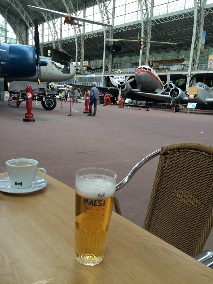 Pausa para uma cerveja belga e um café quentinho