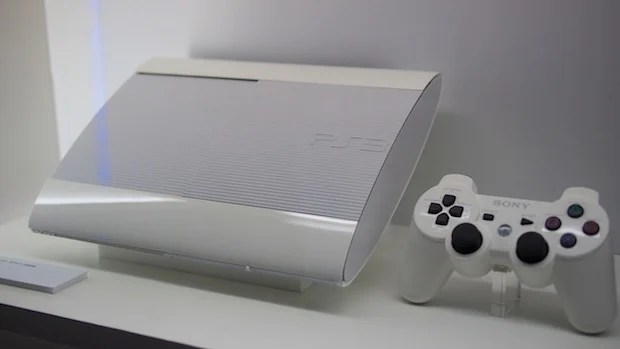 TGS A Better Look At The Slimmer PS3 And Vita New Colors