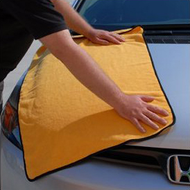 Drying your car with a microfiber towel