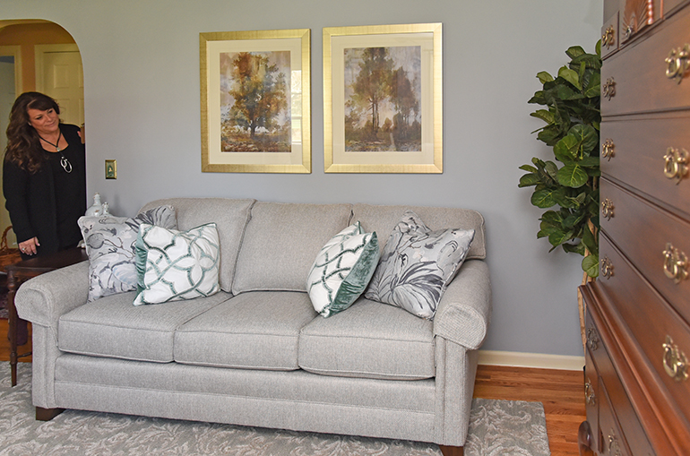 How To Use Antiques In Modern Decor Using Old Furniture In A New Room U2013 Part