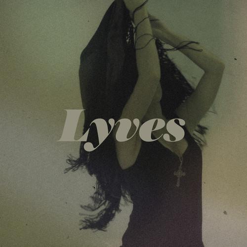 Lyves