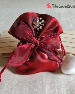 Bolsa con lazada organza tornasolada burdeos con alfiler y jabón