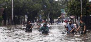 Ο αριθμός των θανάτων από πλημμύρες στην Ινδονησία αυξάνεται σε 181