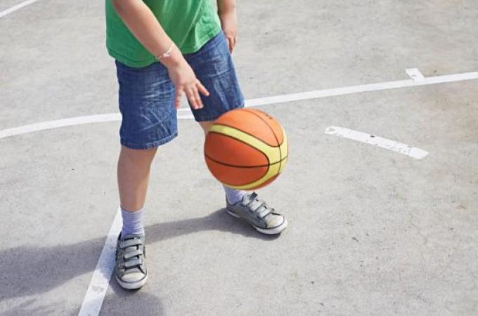 Jedanaestogodišnji dečak oduzet roditeljima zato što se sam igrao u dvorištu